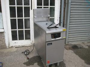 Falcon G401F 18 Ltr catering commercial Fryer LPG gas with Electric Filtration.