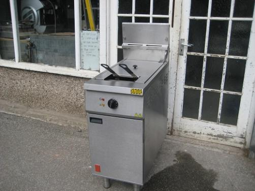 Falcon G401F 18 Ltr  Fryer Natural gas with Electric Filtration.