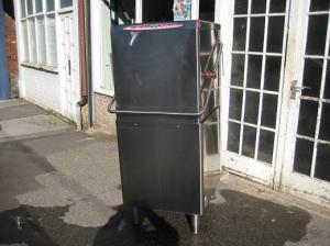 Madaid &Halcyon D2020 pass trough commercial dishwasher.